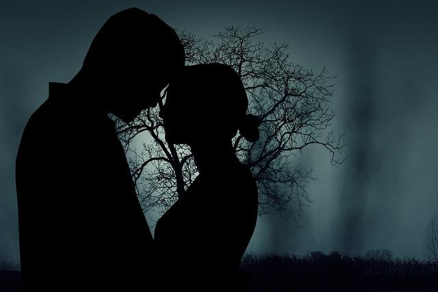 暗闇効果とは – 異性を落とす心理学的恋愛テクニック