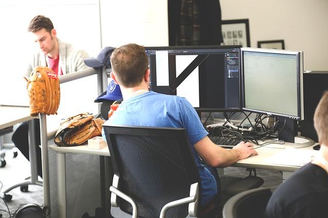 今の会社に不満を抱き続ける理由 – 仕事に何が求められるのか